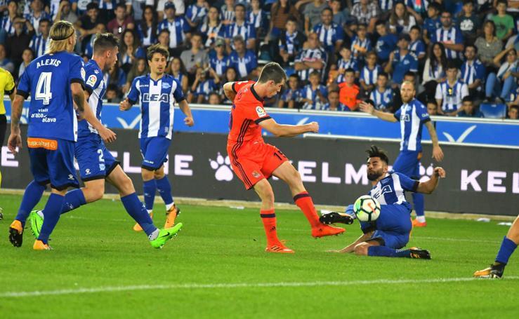 La Real vence en Vitoria con goles de Oyarzabal y Aritz Elustondo