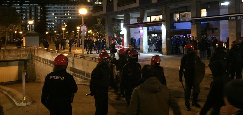 La Ertzaintza carga contra un grupo de ultras del Zenit en Amara
