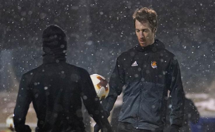La Real Sociedad se entrena bajo la nieve en Salzburgo