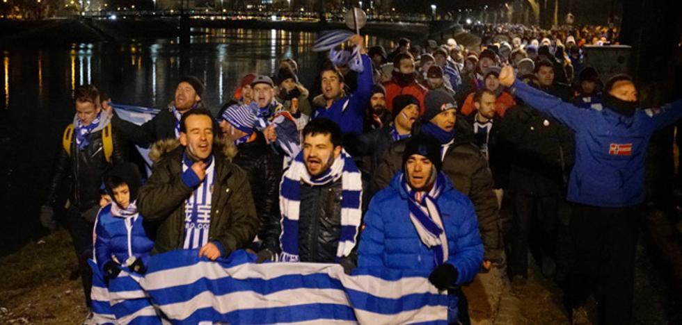 Emocionante kalejira de los aficionados de la Real Sociedad