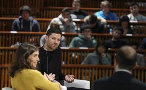 Xabi Alonso elogia la labor de Loren y Eusebio