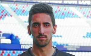 Oier Olazabal: «A ver si hoy marca Prieto, no quiero ser el portero al que le metió su último gol»