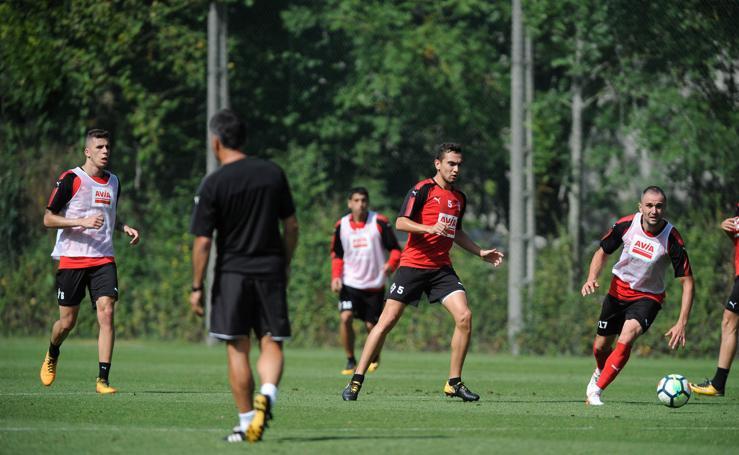 Entrenaminento del Eibar antes del partido ante el Athletic