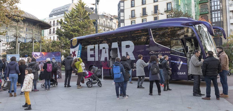 El autobús del Eibar se deja ver en San Sebastián