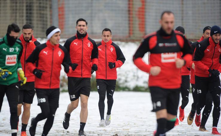 El Eibar entrena en un Ipurua nevado