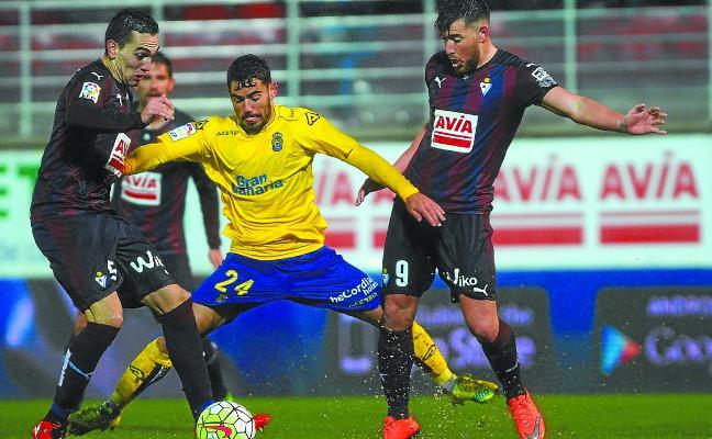 Mendilibar sale victorioso en los tres duelos al frente del Eibar ante Paco Jémez