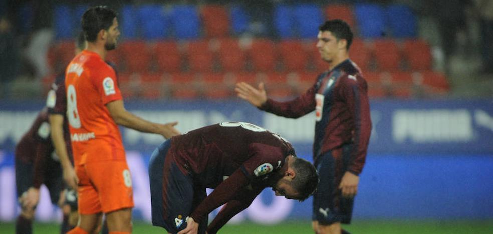 El Eibar logra un sufrido punto