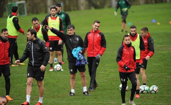 Mendilibar convoca a todos sus jugadores para enfrentarse este sábado al Barcelona