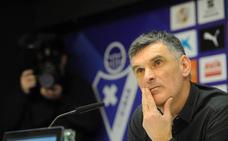 Mendilibar admite estar «hablando» con el Eibar, pero dilata su respuesta