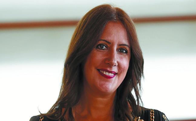 Dolores Redondo: «Estoy honrada, es como un gran abrazo que me da mi ciudad»