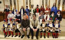 La alcaldesa se suma a la Tamborrada Infantil de San Sebastián