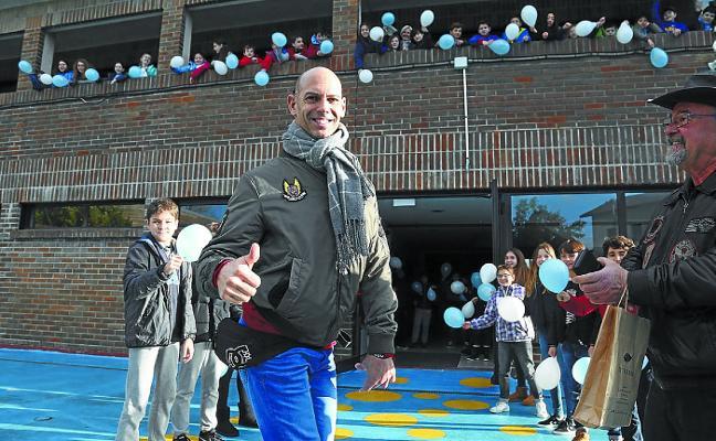Richard Oribe: «Voy por Donostia como si fuera el Papa»