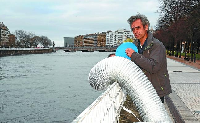 Alex Mendizabal: «¿Y por qué no un tambor de agua ('tamb-ura')? O como este, elástico»