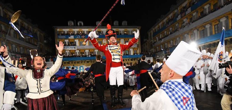 Comienza el día grande de San Sebastián con una Izada protagonizada por Richard Oribe