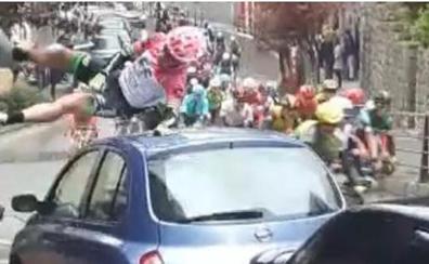 Un corredor se empotra contra un coche en Ermua