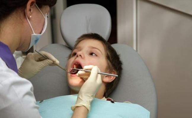 Niños estresados de día, rechinar de dientes por la noche