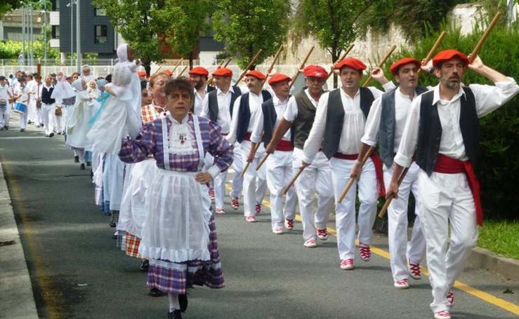 Pasaia disfruta de los Iñudes eta Artzaiak