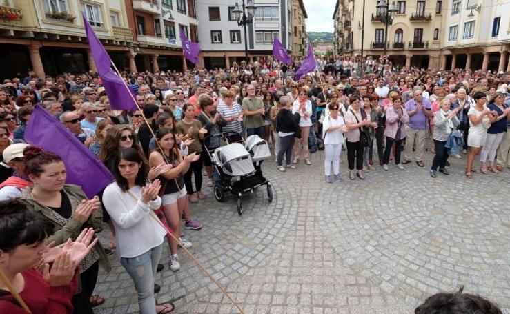 Concentración en Zarautz contra la violación a una menor