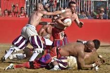 Así es el 'Calcio Storico', el brutal deporte florentino