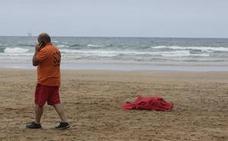 Fallece un turista francés que nadaba en la playa vizcaína de Laga