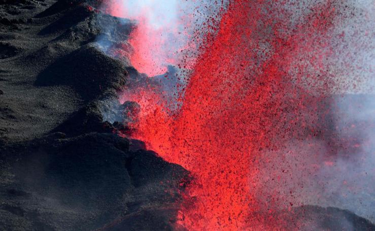El volcán Piton de la Fournaise vuelve a despertar