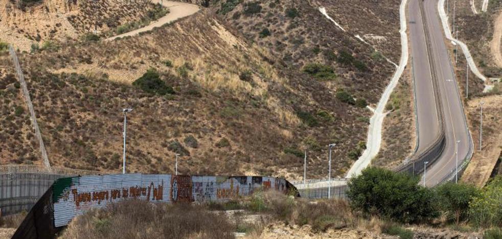 Trump recula y dice que no hace falta un muro que cubra toda la frontera con México