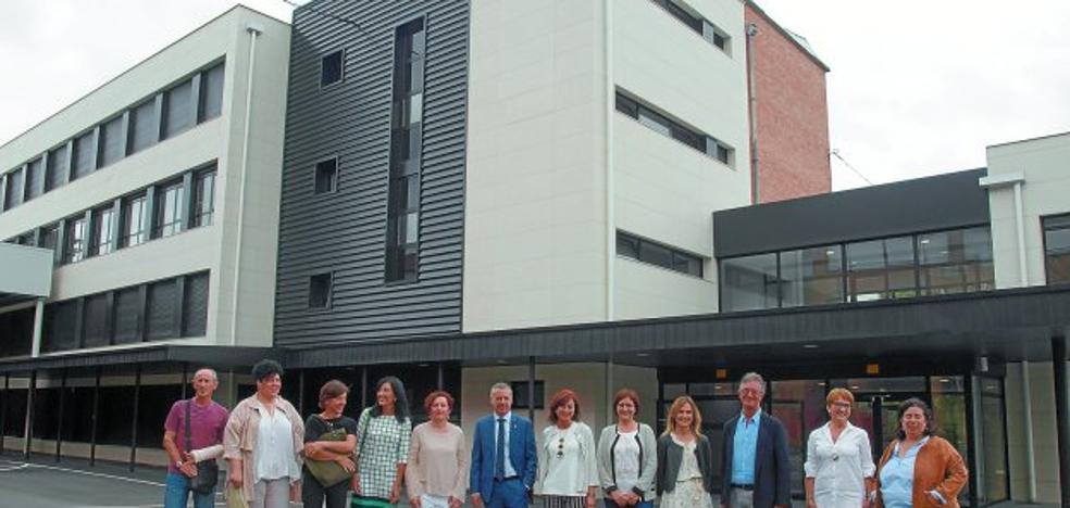 El lehendakari visitó ayer las nuevas instalaciones del Instituto Beasain