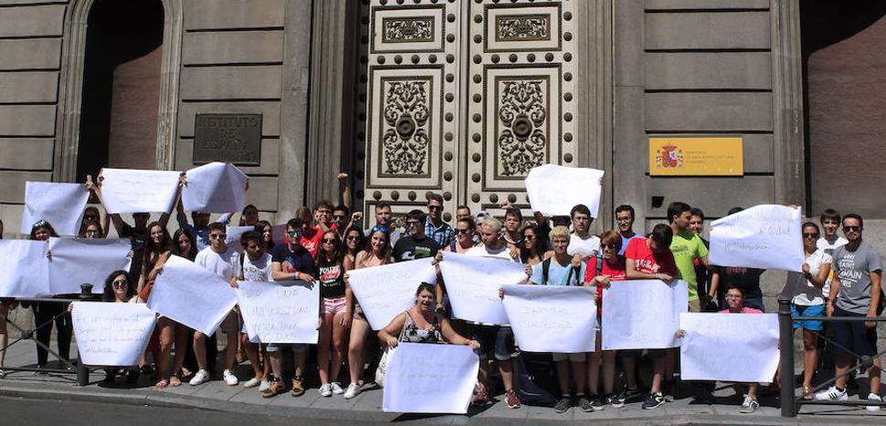 Encierro de delegados universitarios para denunciar la política de becas