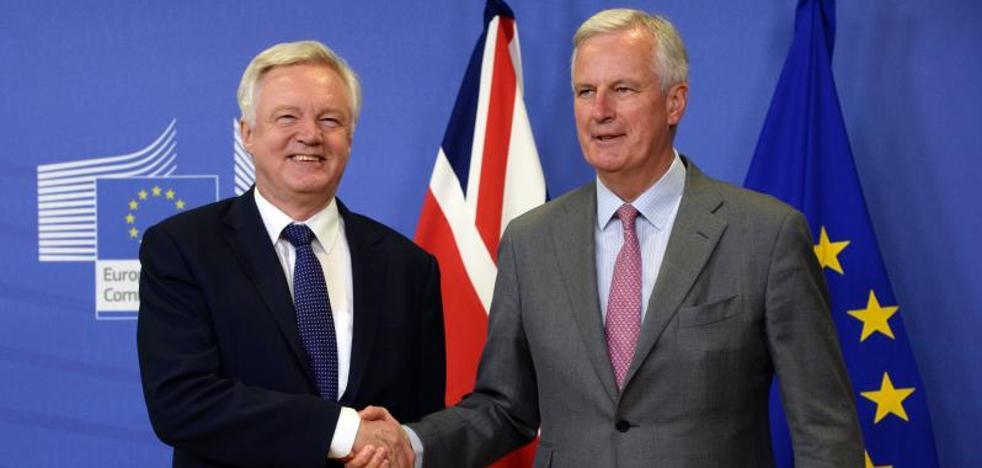 Barnier y Davis buscan identificar «diferencias» y «similitudes» para negociar el 'Brexit'