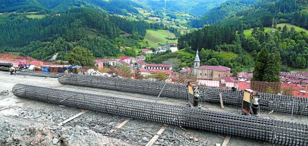 La obra de Deskarga prioriza la sujeción de laderas para garantizar la seguridad