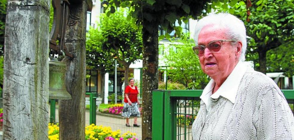 El homenaje a los nonagenarios abre las fiestas de la Residencia