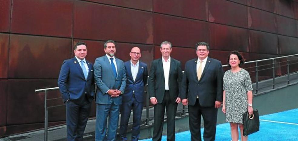 Una delegación de Texas visitó ayer las plantas de Indar y CAF