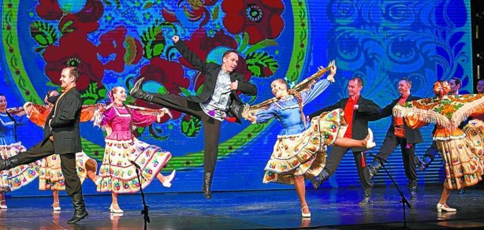 La Plaza acoge el colorista folklore de India y el acrobático de Rusia