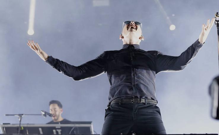 Encuentran ahorcado al cantante de Linkin Park