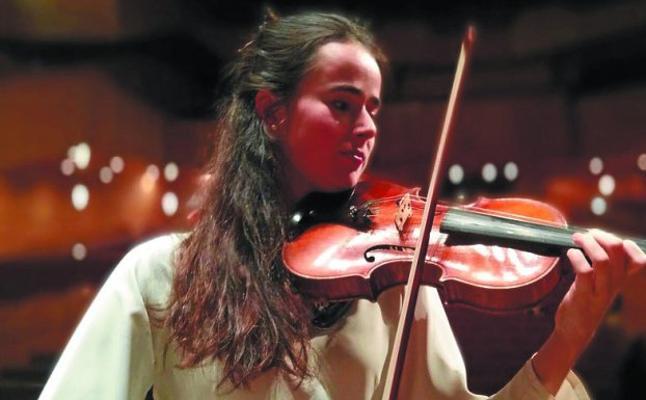 La violinista Ainhoa Garayar, de gira con la Euskadiko Gazte Orkestra