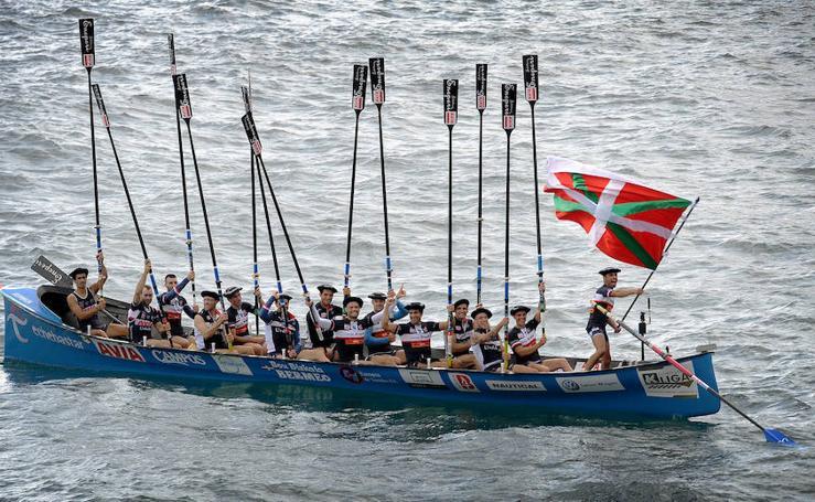 Una ola decanta el título de Euskadi para Urdaibai