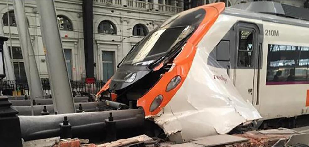 Un total de 56 heridos, tres graves, tras el choque de un tren en Barcelona