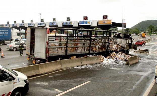Resultado de imagen de «El chófer se ha lanzado contra el muro para evitar una tragedia»