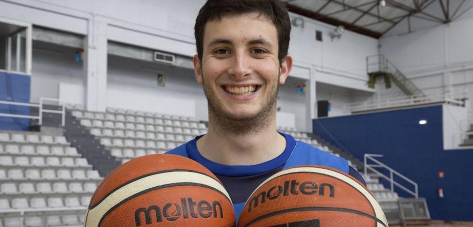 Xabi Oroz renueva por cuatro temporadas