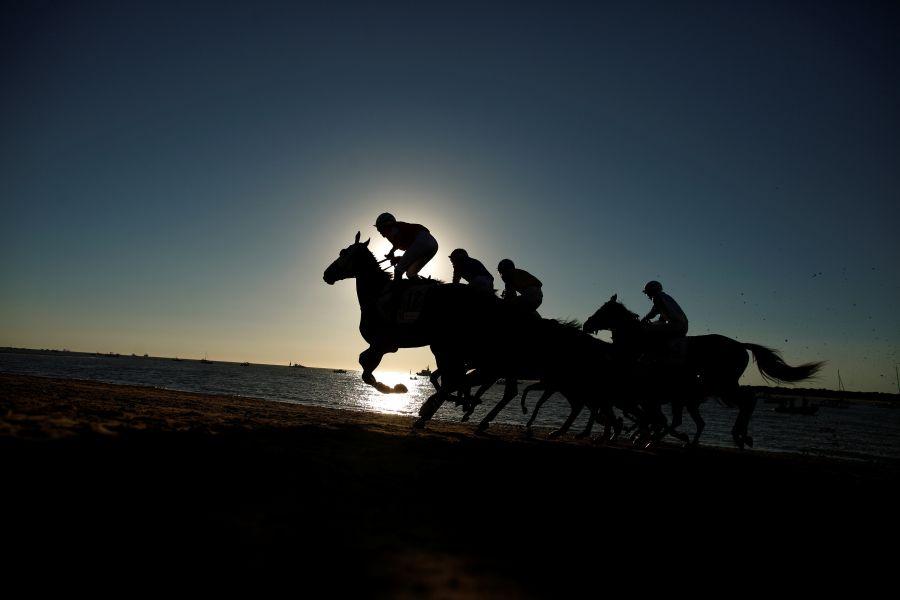 Carrera de caballos en la playa de Sanlúcar