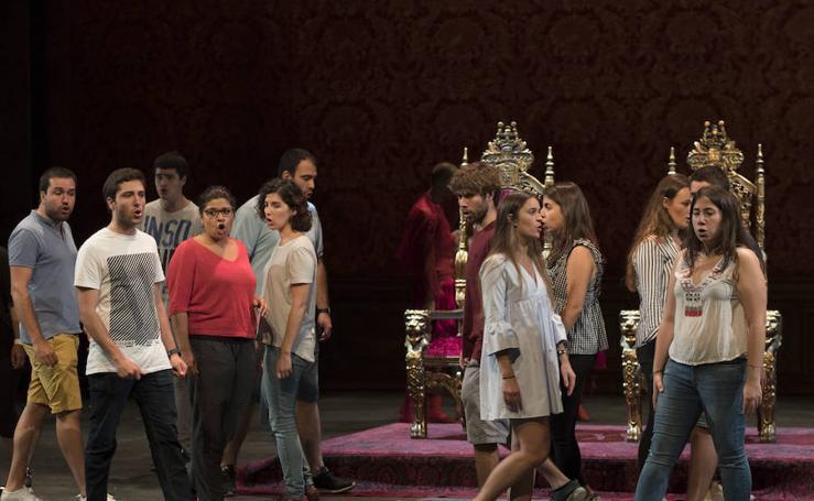 Preparando la ópera 'Las bodas de Fígaro'