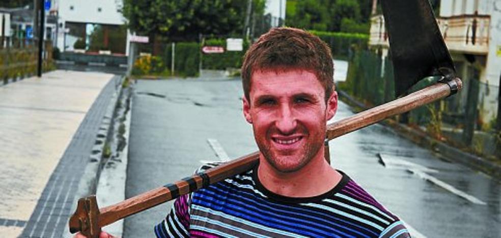 Gabirondo: «Hasta hace cinco años no había cogido una guadaña»
