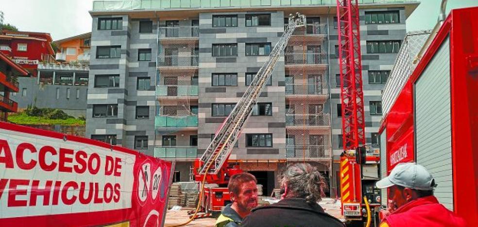 El nuevo edificio de la zona Zuhaizti sufrió ayer un incendio