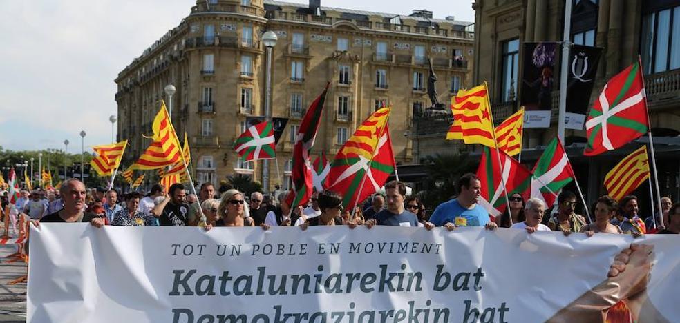 Numerosa manifestación en Donostia a favor de la independencia de Cataluña