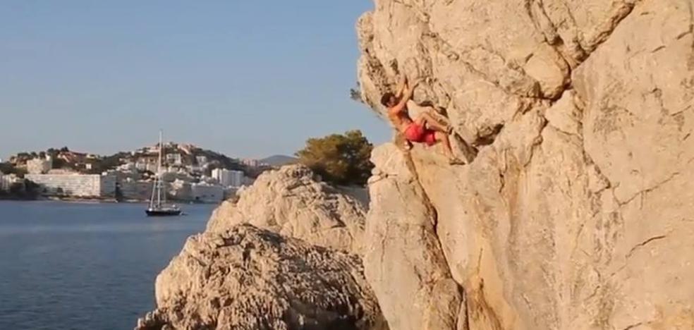 Los hermanos Pou escalan sin cuerdas los acantilados de Mallorca