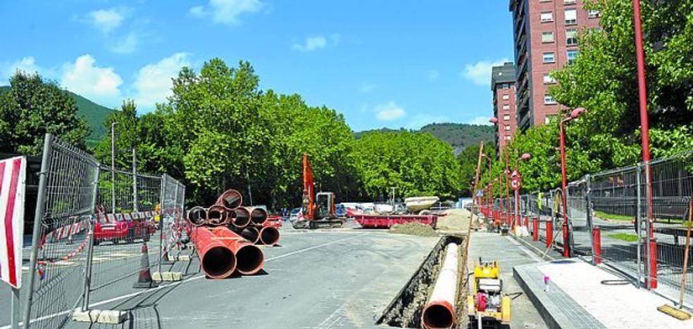 Las obras de canalización de saneamiento en la calle Eskola durarán un mes