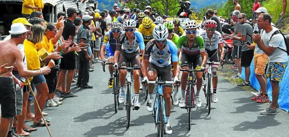 Mucho invitado al adiós de Contador