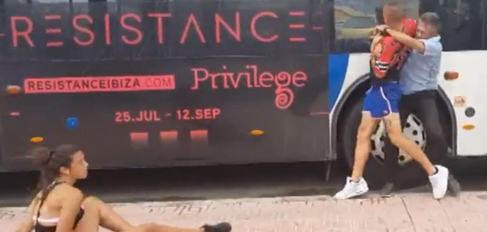 A golpes con el conductor de un autobús