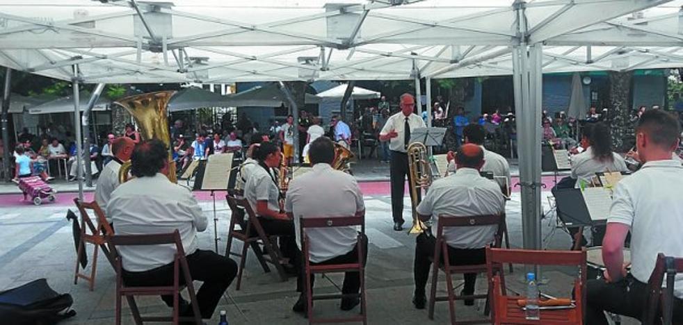 Procesión, concurso de tortillas y baile en las fiestas de Andramari
