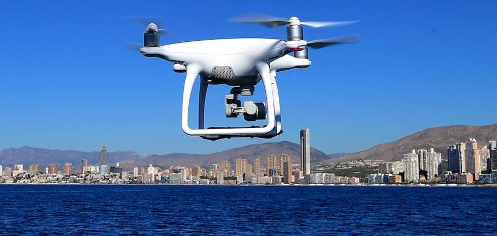 Un dron deja un paquete en el patio de una cárcel francesa